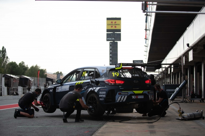 2020-2020 Barcelona Friday---2020_TCR Europe_Barcelona_Practice, pit lane_98